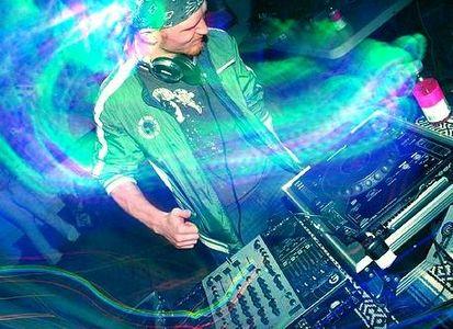 RELACOES ENTRE TECNICA DE DJ E XAMANISMO